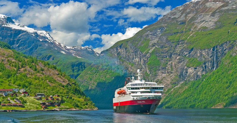 Hurtigruten Geiranger Richard With